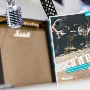 wineo Rock'n'Go Magazin neben Mikrofon und Musikbox